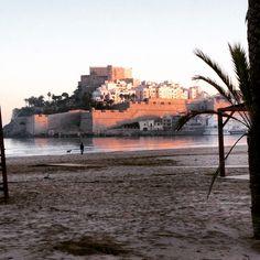Playa y castillo
