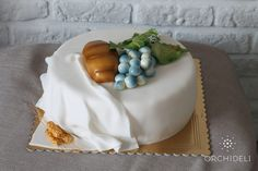 orchideli - tort na komunię, tort komunijny z chlebkiem i winogronami, white first communion cake with bread and grapes
