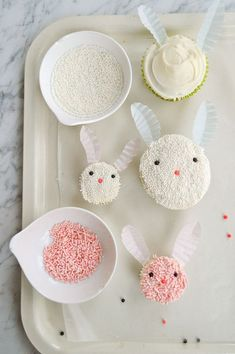 Button-nosed bunnies and charming chicks will make the sweetest additions to your Easter dessert table. cupcakes decorating Easter Cupcake Decorating Ideas For Kids ⋆ Handmade Charlotte Oster Cupcakes, Mocha Cupcakes, Gourmet Cupcakes, Velvet Cupcakes, Vanilla Cupcakes, Cupcake Recipes, Flower Cupcakes, Wedding Cupcakes, Strawberry Cupcakes