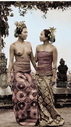 bali old photos Asian Woman, Asian Girl, Beautiful World, Beautiful People, Foto Nature, Tribal Women, Foto Art, People Of The World, World Cultures
