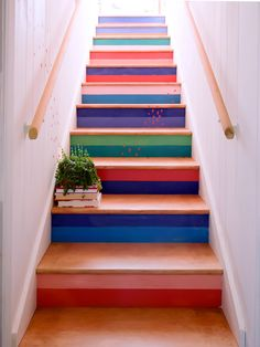 annie sloan staircase painted with chalk paint Painted Staircases, Wood Staircase, Painted Stairs, Staircase Design, Spiral Staircases, Beautiful Stairs, Beautiful Homes, Foyers, Stairs Colours