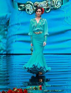 Una mirada al firmamento está inspirada en los grandes artistas de todos los tiempos tanto de flamenco, como de la copla (Rocío Ruz / Raúl Doblado) Mexican Heritage, Beautiful Women, Style Inspiration, Dance, Couture, Superhero, Lady, Flamenco Dresses, How To Wear