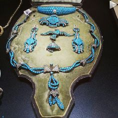 Turquoise and pearl parure of unknown date: necklace, earrings, brooches and what appears to be a bandeau tiara of small turquoises with a central pearl