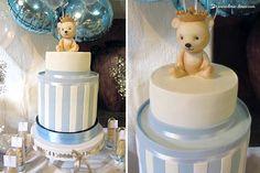 The beautiful cake, with King Arthur's teddy bear on top.
