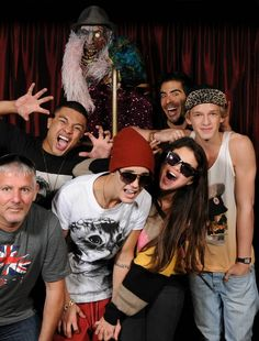 Justin Bieber, Selena Gomez, Cody Simpson, Alfredo Flores and Eli Roth - http://belieberfamily.com/2012/10/01/justin-bieber-and-selena-gomez-at-eli-roths-goretorium-in-las-vegas/