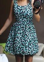 Sukienka rozmiar 34/36 czarna w białe i zielone motylki