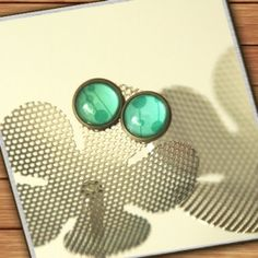 bronze-colored stud earrings - green blue turquoise - handmade by Mad In Belgium (www.mad-in-belgium.com)