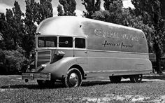 1936 GM Parade of Progress Concept Bus 8 x 10 Photograph Vintage Rv, Vintage Trucks, Vintage Campers, Classic Trucks, Classic Cars, Solar Powered Cars, Cool Campers, Vintage Travel Trailers, Camping Car