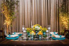 Casamento Azul Tiffany e Amarelo   blogdamariafernanda.com Azul Tiffany, Table Settings, Curtains, Table Decorations, Home Decor, Wedding Blue, Wedding Blog, Yellow, Viajes
