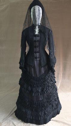 Victorian dress- 1880 mourning dress - New Ideas 1880s Fashion, Gothic Fashion, Victorian Fashion, Vintage Fashion, Victorian Gothic, Steampunk Fashion, Victorian Clothing Women, Gothic Clothing, Gothic Lolita
