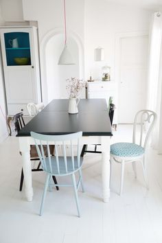 Studio green Farrow and ball Table And Chairs, Dining Table, Studio Green, Dining Room Design, Soft Colors, Scandinavian Style, Vintage Designs, Diy Furniture, Kitchen Dining