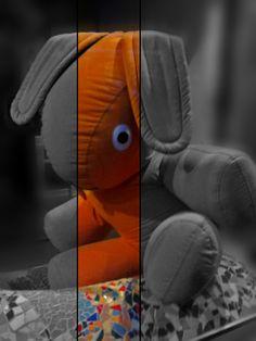 Very Large Puppet in a shop window. photo : Jeroen Figee 2013