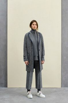 See the complete Agnona Pre-Fall 2017 collection.