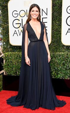 Mandy Moore in Naeem Khan at the 2017 Golden Globes<3