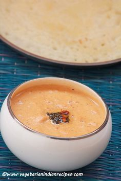 Peanut chutney recipe / Kadalai chutney is a tasty side dish for idli, dosa or uttapam made with roasted peanuts.