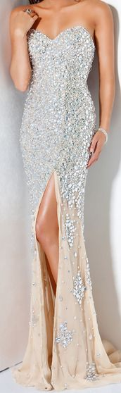 silver evening gown http://pinterest.com/nfordzho/party-queen/