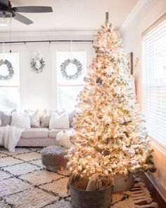 Anyone else dying for Christmas?? Double tap if you're ready to put your tree up 😭🙏🏻🙌🏼🤣🤣 #halloweenisover #ineedchristmas #homesweetcole