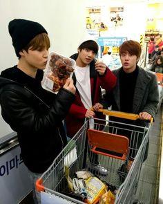 Jimin, Kookie e Jin