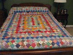 Boston Commons Quilt from the Quilting Board Vintage Quilts, Vintage Sewing, Diy Projects To Try, Sewing Projects, Postage Stamp Quilt, Boston Common, Quilting Board, Scrappy Quilts, Quilt Top