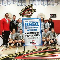 Championnat provincial scolaire de soccer en gymnase juvénile féminin d2! Victoire des sphinx de #riviereduloup! #medailledor #rseq #chocomax #gomax