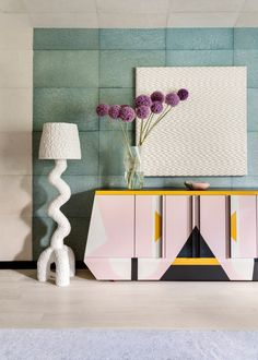 Discover the Memphis Design Style, one of the most instantly recognisable furniture design styles ever. Memphis Design, Memphis Art, Kelly Wearstler, Bathroom Interior, Home Interior, Classic Interior, Bathroom Ideas, Dandy, Lobby Design