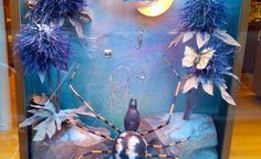 Design Retail Space – Inspirational pictures and news from retail design and other exciting unique spaces. Christmas Window Display, Window Display Design, Latest Design Trends, Retail Space, Christmas 2016, Retail Design, Visual Merchandising, Hermes, Windows