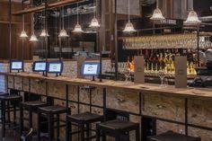 Необычная барная стойка бистро Milano Centrale в Италии