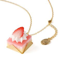 Q-pot. strawberry petit cake necklace