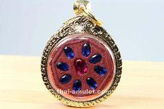Salika Khu Mahalap Phim 8 Liem Amulett des ehrwürdigen Kruba Kritsana Intawano, Abt des Wat Pah Mahawan, vom 01.08.2010. Kruba Kritsana erschuf das Amulett in einer Kleinserie von nur 57 Stück. Pho, Amulets