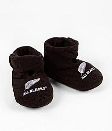 www.nzallblacks.net/All_Blacks_Shop  All Blacks Infant Booties. Now they're cute. Your baby will be snug and warm in these booties. #baby #shopping #rugby Baby Booties, Baby Shoes, Rugby Gear, New Zealand Rugby, All Blacks Rugby, Wearing All Black, Great Team, My Black, Baby Wearing