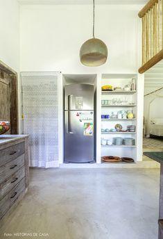 Uma casinha encantadora em Trancoso | Histórias de Casa Arch Interior, My House, Beach House, Bookcase, Shelves, Building Ideas, Home Decor, Farm Entrance, House Entrance