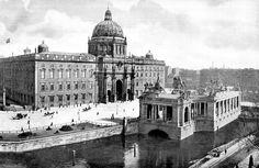 @patricklecheval So sieht #Baukunst an diesem Ort in #Berlin um 1900  mal aus !!!