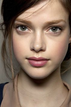LIPS Makeup Inspiration - Model Julia Saner backstage for Elie Saab at Couture Spring This make-up look is exactly what I want for my everyday look, its so beautiful but natural and feminine I love it! Natural Everyday Makeup, Natural Makeup Looks, Natural Looks, Natural Beauty, Natural Face, Natural Blush, Au Natural, Julia Saner, Beauty Make Up
