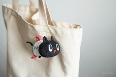 「お手玉 - クロロ」 手乗りサイズでどこでも連れ出せるペット感覚。クロロがロケットに変身して、ミドちゃんに出会うお話のシリーズ。  #kuroro #黑貓 #貓 #クロロ #黒猫 #猫 #cat #お手玉 #ぬいぐるみ