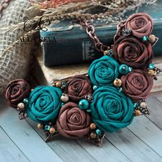 Bead Embroidery Jewelry, Textile Jewelry, Fabric Jewelry, Clay Jewelry, Jewelry Crafts, Beaded Jewelry, Jewellery, Fabric Flower Necklace, Fabric Flower Brooch