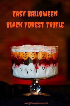Easy Halloween Black Forest Trifle takes minutes to assemble and is a spooktacularly delicious Halloween recipe full of the most adorable ghosts and goblins! via Grits and Pinecones halloween recipes dessert Bolo Halloween, Halloween Appetizers, Halloween Desserts, Halloween Food For Party, Halloween Treats, Vintage Halloween, Halloween Foods, Halloween Decorations, Halloween Stuff