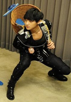Tao is so anime catching flip flops with a basket on his back Tao Exo, Exo K, Kyungsoo, Chanyeol, Exo Band, Huang Zi Tao, K Pop Star, Kpop Guys, My Little Baby