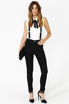 Tirantes para mujeres Riot Maker Suspender Pant by Nasty Gal Girls In Suspenders, Suspenders Outfit, Looks Style, My Style, Casual Outfits, Cute Outfits, Suspender Pants, Mode Chic, Long Sleeve Turtleneck