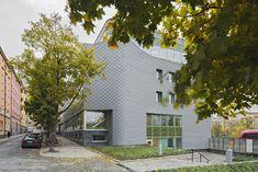 Atlas Garden in Stockholm (Sweden) by Sweco Architect Installer:KG Construction UAB / Carlssons Plåt AB, Copyright : ©️ foto bosse lind #Zinc #VMZINC #GreenWall #Architecture #InterlockingPanel #Adeka #Sweden #QuartzZinc #Facade #Roof #Suède #Couverture