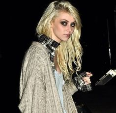 The dark side, where reality takes its cue. Dark Fashion, Grunge Fashion, Gossip Girl Jenny, Taylor Momsen Style, Taylor Momson, Goth Look, Lost Girl, Pretty Reckless, Beautiful People
