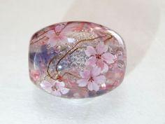 桜のとんぼ玉の画像1枚目 Presents For Your Boyfriend, Boyfriend Gifts, Japanese Gifts, How To Preserve Flowers, Handmade Beads, Diy Jewelry Making, Resin Crafts, How To Make Beads, Lampwork Beads