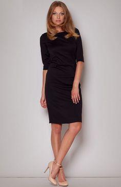 Charmante petite robe noire à manches mi-longues
