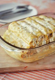 Cannelloni z kurczakiem i pieczarkami Cannelloni z kur… Caneloni Recipe, Cooking Recipes, Healthy Recipes, Turkey Recipes, Relleno, I Love Food, Pasta Dishes, Paella, Italian Recipes
