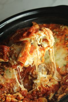 Slow cooker cheesy baked ziti recipe in 2019 good food Slow Cooker Baked Ziti, Slow Cooked Meals, Crock Pot Slow Cooker, Crock Pot Cooking, Slow Cooker Recipes, Crockpot Recipes, Cooking Recipes, Crock Pot Pasta, Casserole Recipes