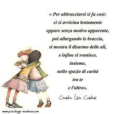 Gli abbracci comunicano vicinanza e affetto. Se ti sei un po' indurito e non ti ricordi come si fa... #abbracci #amore #coppia