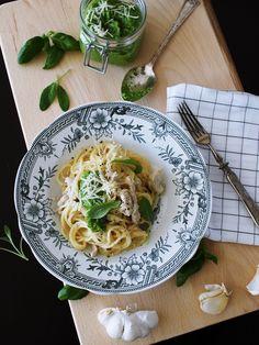 Paras possupasta ikinä - White Trash Disease Salvia, Pesto, Spaghetti, Ethnic Recipes, Finger, Food, Essen, Sleeve, Yemek