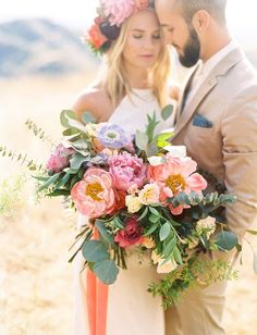 This bouquet is beautiful. I love the different types and sizes of flowers. The colors are gorgeous too. It's a perfect boho bouquet.