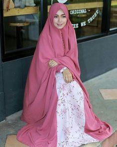 Inspirasi gaun terbaru dan lagi ngetrend.  Tag keluarga dan teman-temanmu. Follow @inspirasi.gaun.modern untuk mendapatkan update terbaru.  #gaun #gaunmuslimah #bandung #hijab #hijabfashion #hijabers Abaya Fashion, Modest Fashion, Moslem Fashion, Muslim Beauty, Muslim Dress, Islamic Clothing, Muslim Girls, Beautiful Hijab, Mode Hijab