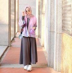 Fashion hijab remaja rok 56 Best Ideas Source by estellarab hijab Street Hijab Fashion, Muslim Fashion, Modest Fashion, Skirt Fashion, Trendy Fashion, Fashion Outfits, Plaid Outfits, Fashion Fashion, Casual Hijab Outfit
