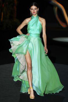 Fashion Week, Fashion 2020, Runway Fashion, Fashion Show, Fashion Design, Beautiful Dresses, Nice Dresses, Girls Dresses, Victor Ramos